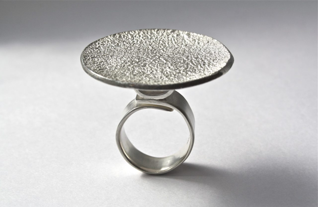 Round Disc Elevated Ring